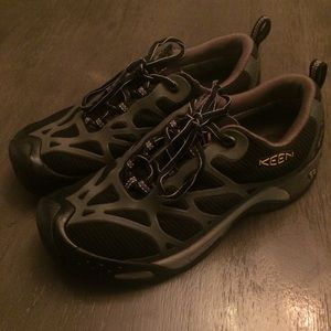 Keen Shoes with string sz 7